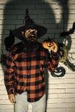 Halloweenowi wakacyjni świętowanie symbole na ścianie z cegieł fotografia royalty free