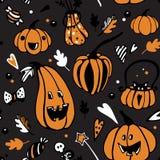 Halloweenowy bezszwowy wektoru wzór z różnymi pomarańczowymi baniami na ciemnym tle ilustracji