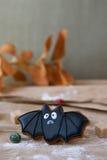 Halloweenowy domowej roboty piernikowy ciastko na stole Zdjęcie Stock