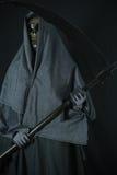 Halloweenowy pojęcie i tło, goniec śmierć z banią w Halloween, duch z czarnym tłem Fotografia Royalty Free