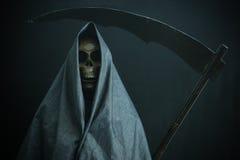 Halloweenowy pojęcie i tło, goniec śmierć z banią w Halloween, duch z czarnym tłem Zdjęcie Stock