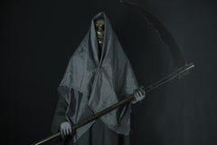 Halloweenowy pojęcie i tło, goniec śmierć z banią w Halloween, duch z czarnym tłem Obrazy Royalty Free