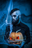 Halloweenowy pojęcie z młodym człowiekiem Zdjęcie Stock