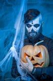 Halloweenowy pojęcie z młodym człowiekiem Obrazy Royalty Free