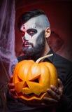 Halloweenowy pojęcie z młodym człowiekiem Zdjęcia Royalty Free
