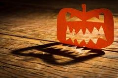 Halloweenowy tła pojęcie Jack O twarzy dyniowy gniewny cień a zdjęcia stock