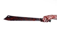 Halloweenowy temat: wręcza trzymać krwistą maczetę na białym tle Zdjęcia Stock