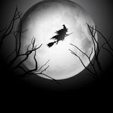Halloweenowy tło z czarownicy lataniem w niebie Zdjęcie Stock