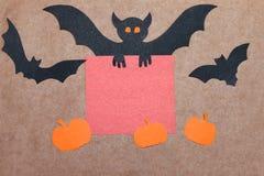 Halloweenowy wakacyjny tło, opróżnia papier dla teksta, bani i nietoperzy, Widok od above z kopii przestrzenią Zdjęcie Stock