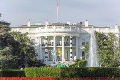 Halloweenowych spadek dekoracj bielu domu Prezydencka fontanna Był Obraz Royalty Free