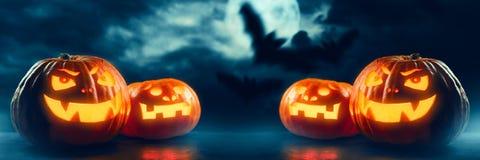 ` Halloweens Jack O Laternenkürbise Stockfotos