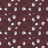 Hallowen-Musterschwarzschläger, weißer Geist und orange Kürbis auf rotem Hintergrund Stockfoto