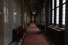 Halls du Parlement de Budapest, un c?t? des fen?tres et l'autre de fauteuils et de salles parlementaires hungary photo libre de droits