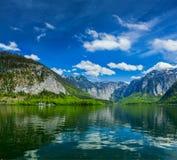 Hallstätter在奥地利看见山湖 图库摄影