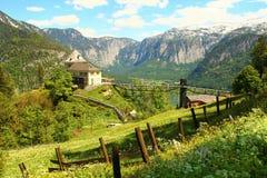 Hallstat - bello villaggio alpino di paradiso in Austria Immagini Stock