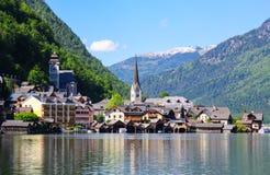 Hallstat - bello villaggio alpino di paradiso in Austria Immagine Stock