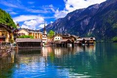 Hallstat - mooi Alpien paradijsdorp in de oever van het meer, Au stock foto's
