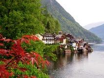 Hallstatt印象深刻的湖村庄在平安的早晨 免版税库存图片