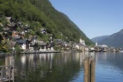 Hallstatt奥地利湖和村庄的风景  免版税库存图片