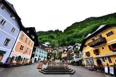 Hallstatt村庄中心广场在奥地利 库存图片