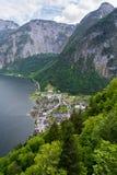 Hallstatt村庄鸟瞰图在阿尔卑斯,奥地利 图库摄影