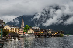 Hallstatt στην υδρονέφωση και τα σύννεφα, Αυστρία Στοκ Εικόνα