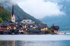 Hallstatt con Hallstatter vede nelle alpi austriache Fotografie Stock Libere da Diritti