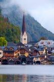 Hallstatt con Hallstatter vede nelle alpi austriache Fotografia Stock Libera da Diritti