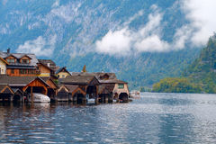 Hallstatt con Hallstatter vede nelle alpi austriache Fotografia Stock
