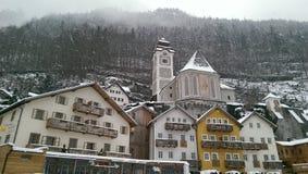Hallstatt en la opinión de la nieve, Austria imagen de archivo