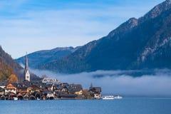 Hallstatt górska wioska na słonecznym dniu od klasycznego pocztówkowego punkt widzenia Salzkammergut Austria zdjęcie royalty free