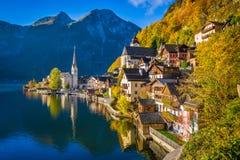 Hallstatt górska wioska w spadku, Salzkammergut, Austria Zdjęcia Royalty Free