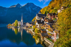 Hallstatt mountain village in fall, Salzkammergut, Austria. Scenic picture-postcard view of famous Hallstatt mountain village with Hallstatter See in the Stock Photo