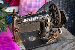 HALLSTATT, SALZKAMMERGUT/AUSTRIA - 14 DE SETEMBRO: Miliampère costurando velho Imagem de Stock Royalty Free