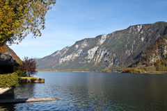 Hallstatt sjö i höst Fotografering för Bildbyråer