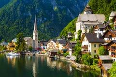 Hallstatt stad i sommar, fjällängar, Österrike Royaltyfria Bilder