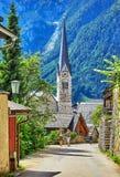 Hallstatt in via dell'Austria delle alpi della montagna antica Fotografia Stock