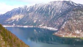 Hallstattersee sjö från den Salzberg bergöverkanten, Hallstatt, Österrike arkivfilmer