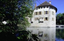 Hallwil för schweizisk kanton för Aargau rapport slott med vallgraven fotografering för bildbyråer