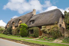 Halmtäckt tak England Arkivfoton
