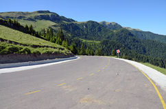 Halna asfaltowa droga obraz royalty free