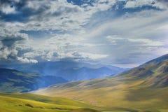 Halna dolina po deszczu zdjęcie stock