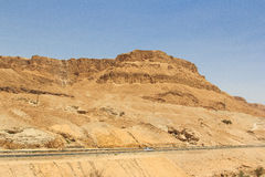 Halna droga blisko Nieżywego morza Obrazy Royalty Free
