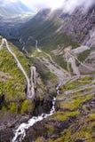 Halna droga która iść puszek dolina zdjęcia stock