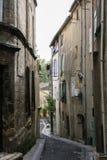 Halna grodzka ulica między dwa starymi domami Zdjęcie Stock