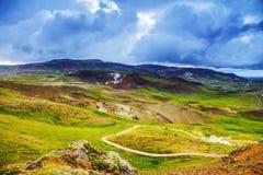 Halna Iceland droga i malowniczy naturalny krajobraz Zdjęcie Royalty Free