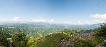 Halna panorama na jasnym letnim dniu obraz royalty free