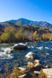 Halna rzeka w sierra Nevada góry, Kalifornia, USA/ Zdjęcia Stock