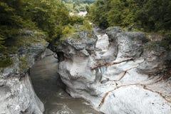 Halna rzeka w wąwozie Zdjęcia Stock