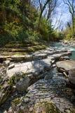 Halna rzeka z siklawą Zdjęcie Royalty Free